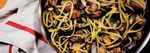 linguine-with-clams-and-fennel-940x600