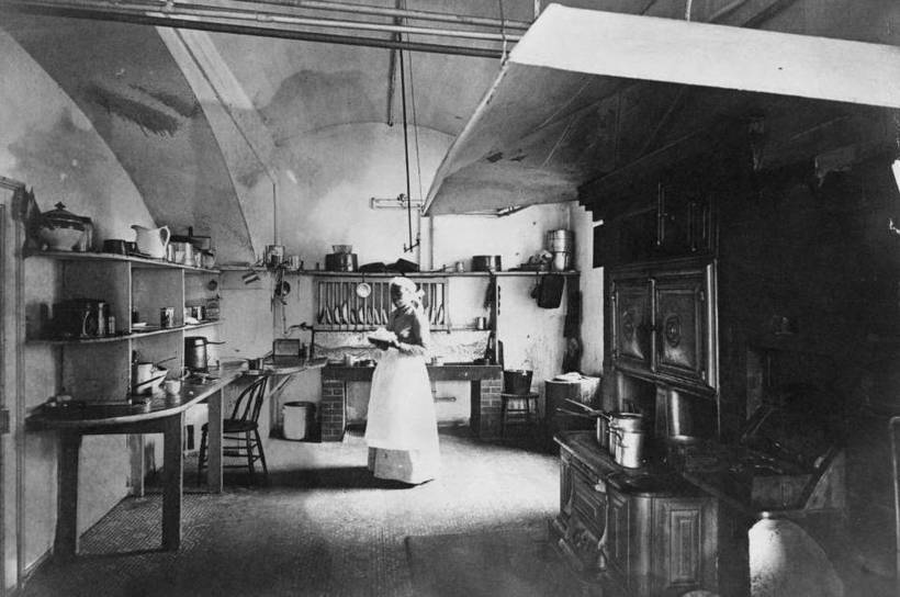 HTTP://WWW.KENTUCKY.COM/NEWS/LOCAL/NEWS-COLUMNS-BLOGS/TOM-EBLEN/ARTICLE57966958.HTML Dollie Johnson in the White House kitchen (circa 1890)